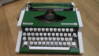 Máquina de escribir Olympia. vintage años 70