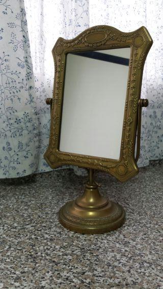 Espejo orientable de bronce.