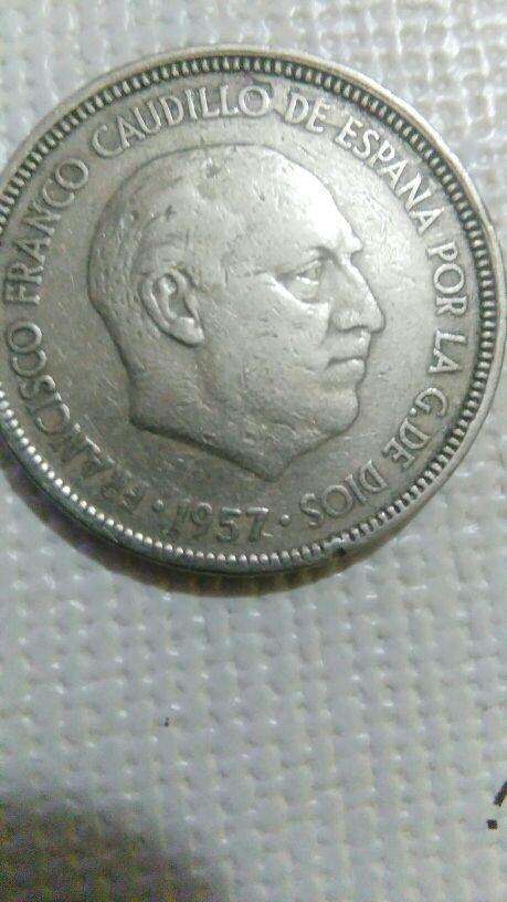 moneda de cinco pesetas con error.