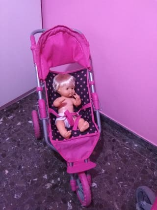 carro de muñecas con muñeco