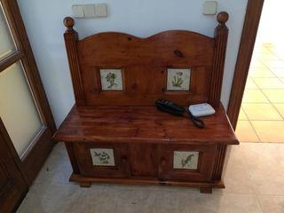 2 Bancos y silla de madera con azulejo