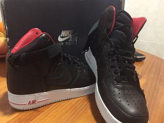 Botas Nike AIR sin estrenar negras y rojas .