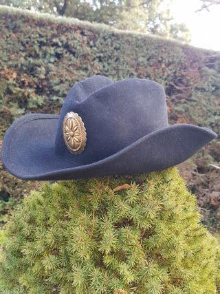 8b3cccac4c72a Sombrero de cowboy de segunda mano en Madrid en WALLAPOP