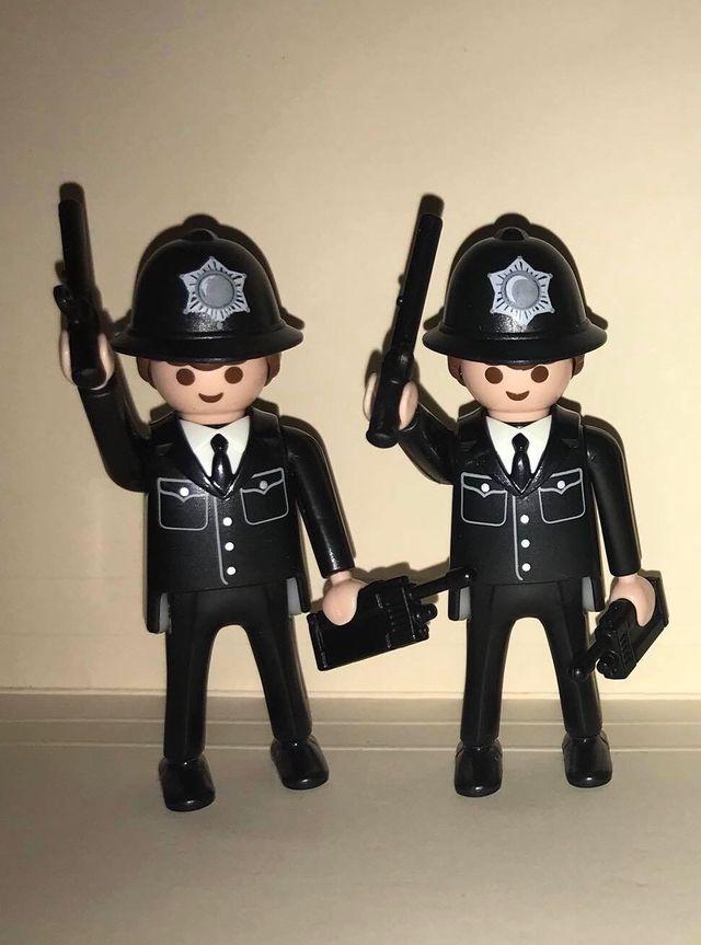 20//6//19 BOBBY PLAYMOBIL POLICIA INGLES CLASICO