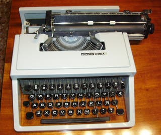 OLIVETTI DORA máquina de escribir