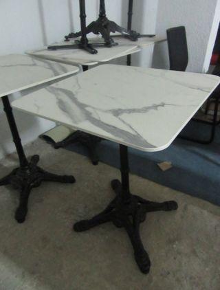 Mesa sobre imitación mármol