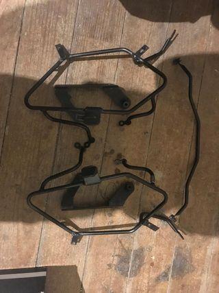 Anclaje y soporte para alforjas o maletas Givi