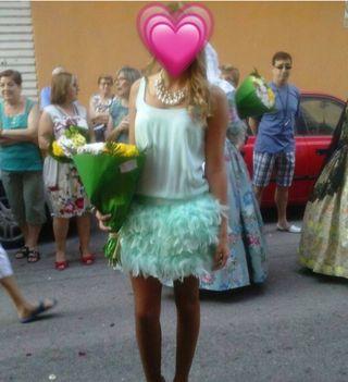 Vestido azul cielo falda plumas