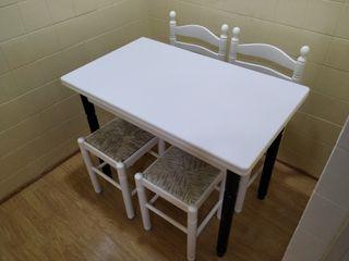 Mesa extensible + sillas y taburetes