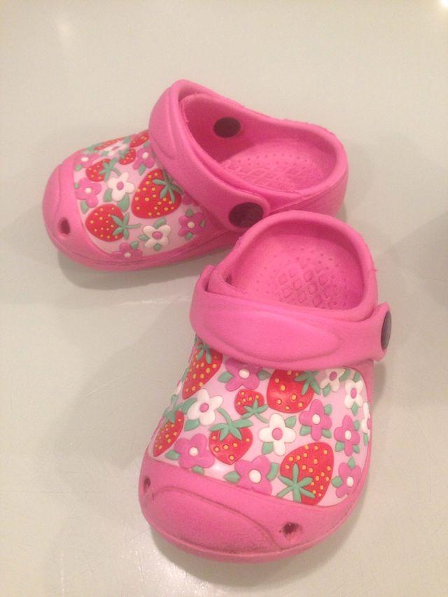 zapatos deportivos b5e4a 64fdf Zuecos tipo crocs de segunda mano por 2 € en Santa Maria de ...