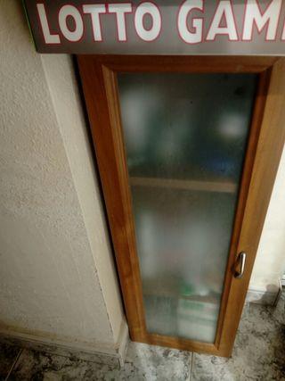 Mueble madera con puerta de cristal