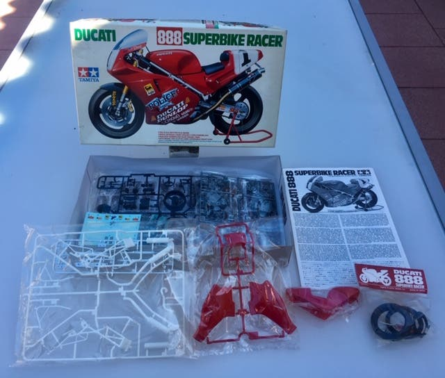 Maqueta Moto TAMIYA Ducati 888 Superbike Racer