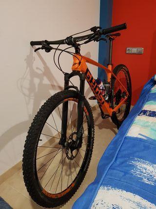 Bicicleta de montaña de 29 pulgadas.