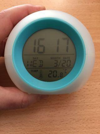 Reloj despectador con temperatura, luz y sonidos