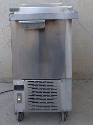 Congelador d'inox amb rodes 45x73x91cm