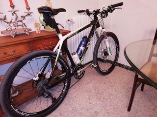Bicicleta de montaña de fibra de carbono