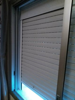 Ventana y persiana aluminio de segunda mano por 300 en for Ventanas de aluminio en sevilla