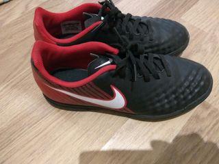 botas futbol Nike T. 38