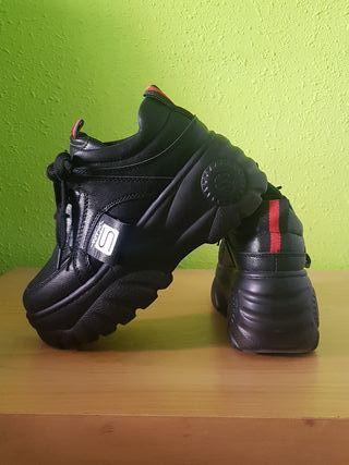 Zapatos tipo Buffalos