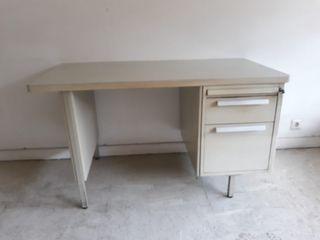 escritorio metálico antiguo