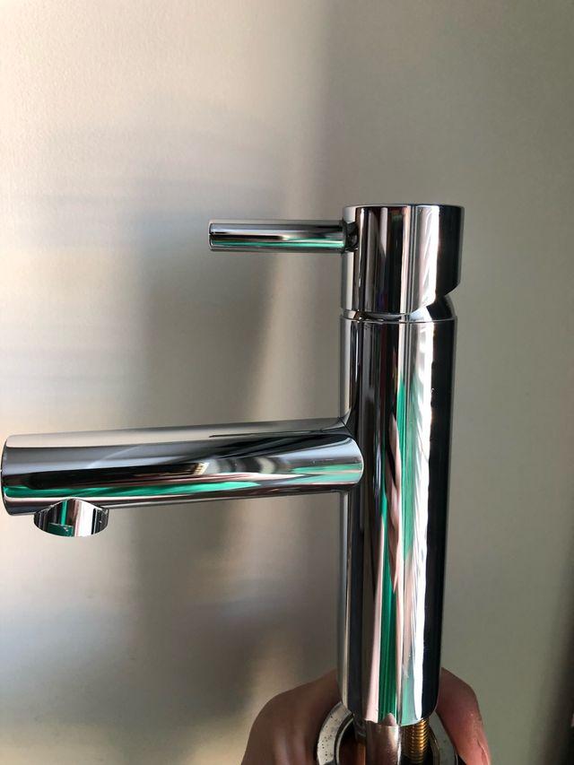 grifo lavabo nuevo pequeño