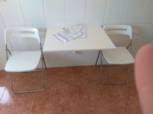 Mesa cocina ikea plegable mas dos sillas de segunda mano por 20 € en ...