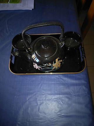 Juego de té. Tetera, bandeja y 2 vasos.