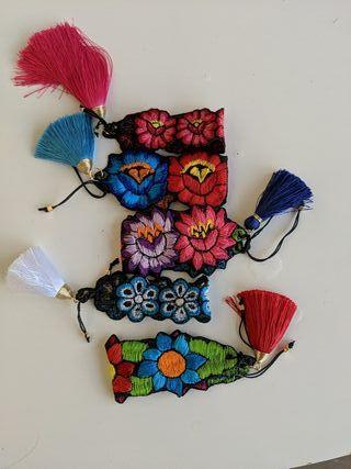 Pulseras artesanales flores