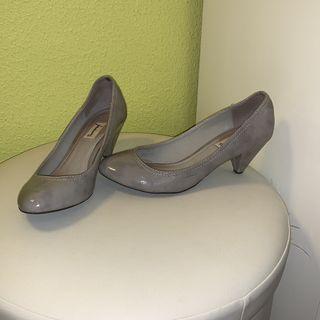 6ae4ce74254 Zapatos de tacón bajo de segunda mano en Sevilla en WALLAPOP