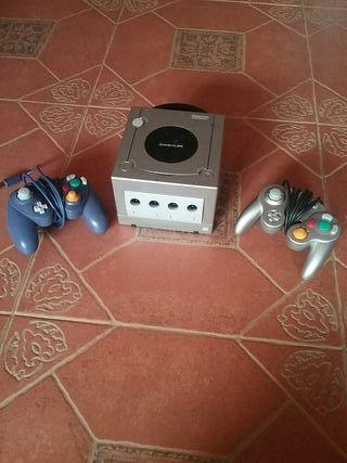 Nintendo Game Cub con caja, 2 mandos, 1 juego sup