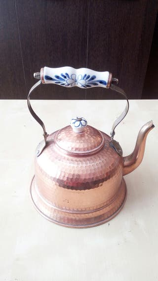 Tetera o cafetera de cobre y porcelana