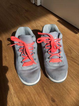Zapatillas playeras Jordan niña talla 33