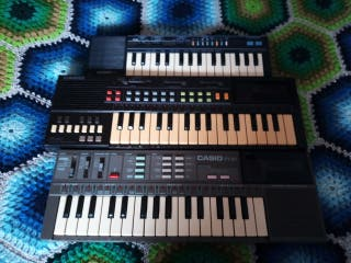 Lote de tres pianitos Casio