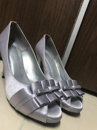 Zapatos grises de fiesta elegantes talla 39