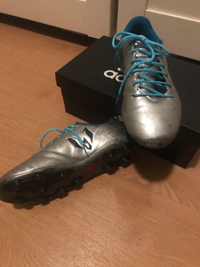 Zapatillas botas fútbol tacos Adidas .Núm 35