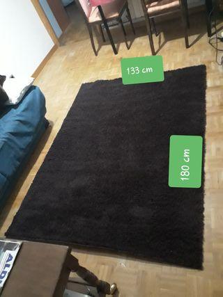 alfombra marron oscuro