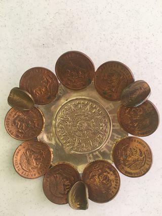 Cenicero de monedas mejicanas