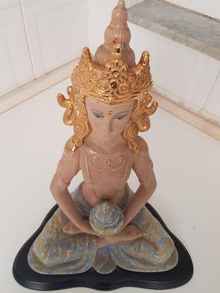 figura tailandesa en perfecto estado.