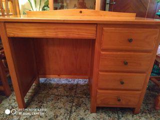 Escritorio de madera provenzal de