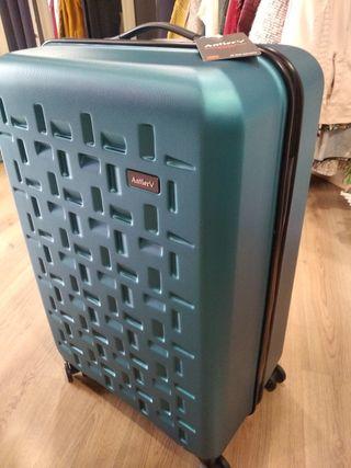82b08c2f3 Maleta grandes de segunda mano en la provincia de Burgos en WALLAPOP maletas  de viaje grandes