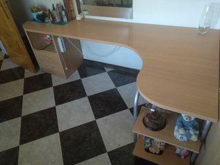 Mesa de escritorio en L