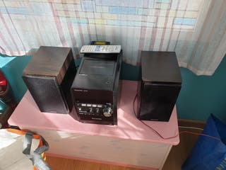 Mini cadena Panasonic con mando a distancia CD
