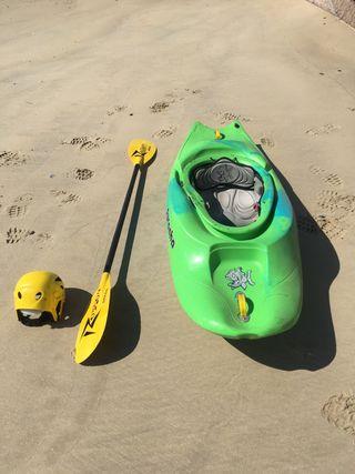 Kayak de aguas bravas piranha