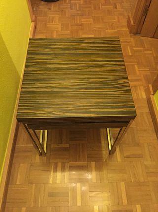Mesa y dos butacas