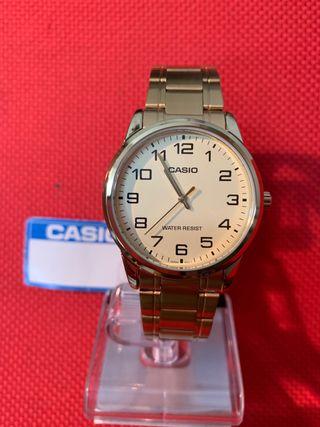 Reloj cbro Casio dorado modelo MTP -V001G-9BUDF