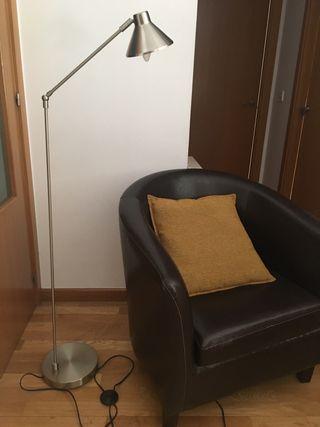 Lámpara de pie regulable