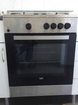 Conjunto horno y cocina Beko