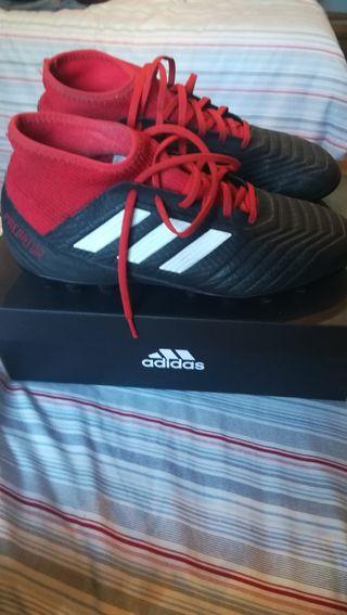 Zapatillas de tacos. Adidas Predator