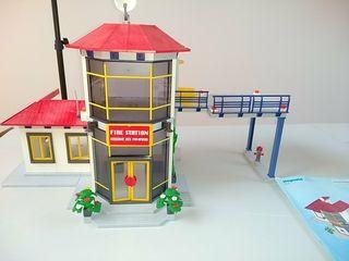 Playmobil 3175. Estación de bomberos con caja.
