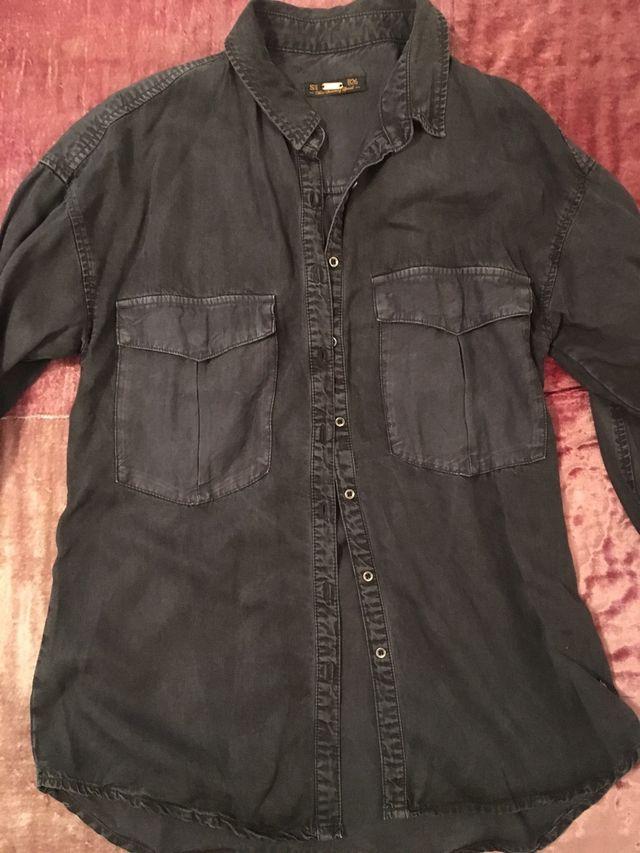 linda buena reputación disponible Camisa negra mujer Pull & Bear de segunda mano por 10 ...